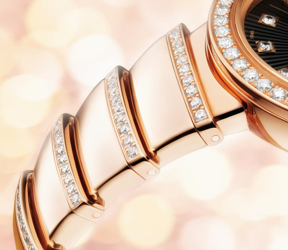 Elegantemente femminile --- Bulgari-nuovo-LVCEA-Orologio-Just-for-Women_4