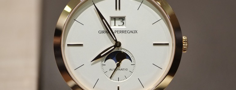 Hands on Girard-Perregaux 1966 Large Date Date and Moon Phases for reading at night